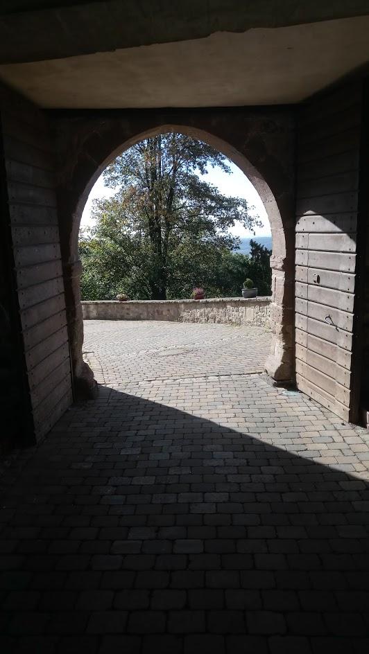 .. draußen vor dem Tor